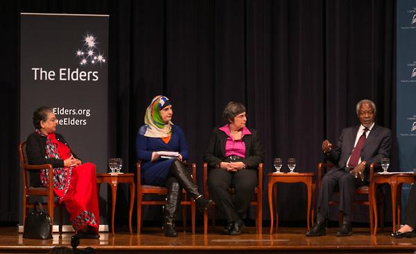 Hina Jilani, Manal Omar, Jessica Neuwirth and Kofi Annan