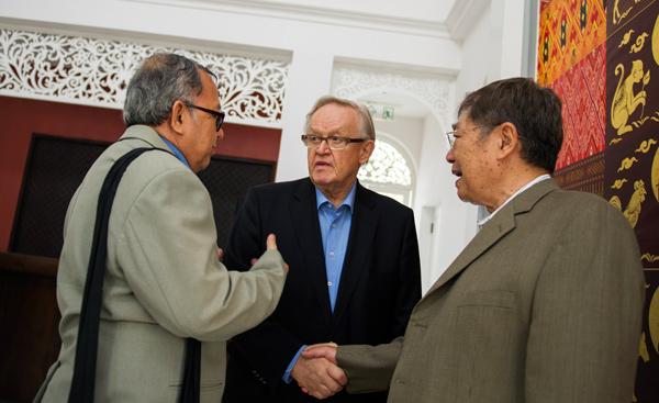 Martti Ahtisaari meets representatives of the United Nationalities Federal Council