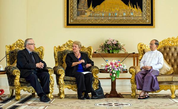Martti Ahtisaari and Gro Harlem Brundtland meet with President U Thein Sein.