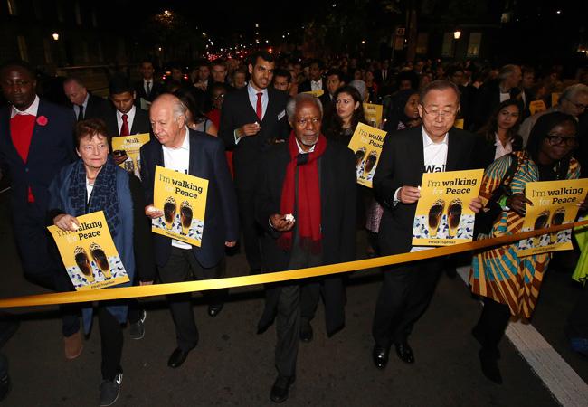 Ban Ki-moon (centre-right) joins fellow Elders Gro Brundtland, Ricardo Lagos and Kofi Annan at #WalkTogether for Peace in London in October 2017.