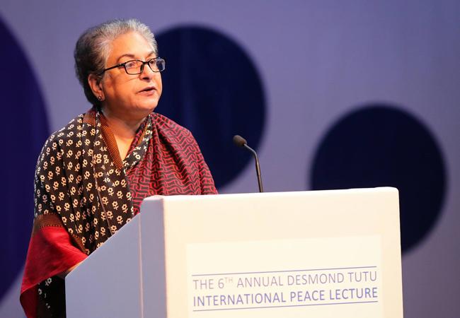 Hina Jilani delivers the 6th Annual Desmond Tutu Peace Lecture in October 2016 (Credit: Desmond and Leah Tutu Legacy Foundation / Sumaya Hisham)