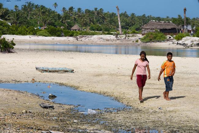 Locals in Tebikenikora, a village in the Pacific island nation of Kiribati. (Credit: Eskinder Debebe | UN Photo)